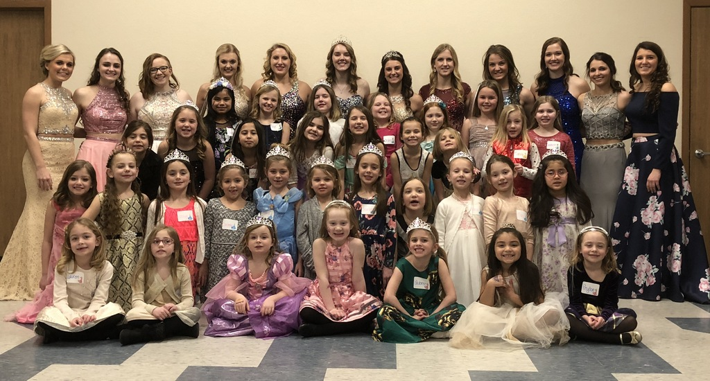Little princesses party with candidates
